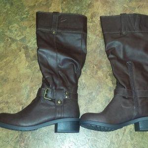 NIB size 7 brown riding boot